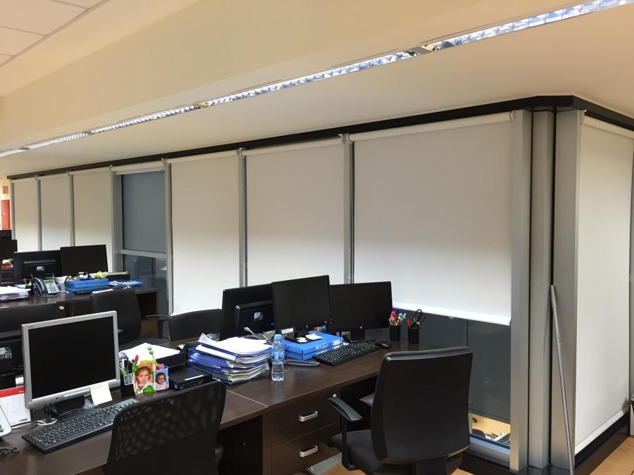 cortinas-enrollables-Polyscreen-oficinas