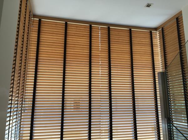 Venecianas de madera tienda de estores y cortinas for Estores de madera